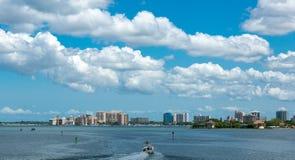 Sarasota从Ringling桥梁的地平线视图 库存图片