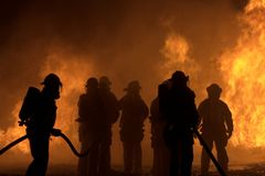 Sarasota, FL, usa - Kwiecień 7, 2006: Strażacy prowadzi trenować obrazy royalty free