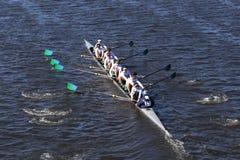 Sarasota-Mannschaft läuft im Kopf von Charles Regatta Men-` s Jugend EightNew-Trier Stockbild