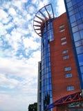 Saratov akademi av fotoet för moln för himmel för arkitektur för byggnad för laguniversitet det moderna Royaltyfri Foto