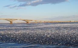 Saratov, il fiume Volga è nato ancora Immagini Stock