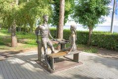 saratov Remblai des cosmonautes Une sculpture est des camarades de classe Photo stock