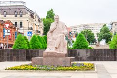 Saratov/Russia - 18 luglio 2018: Scrittore Konstantin Alexandrovich Fedin Il monumento a Saratov è stato aperto il 5 novembre 198 Immagine Stock Libera da Diritti