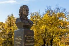 Saratov Ryssland - 10 21 2017: Monument till bysten av Peter det stort, den första ryska kejsaren Dragning i museet av royaltyfri bild