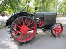 SARATOV. Vecchio trattore della RUSSIA L'agosto 2012 di STZ Immagine Stock