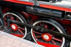 SARATOW, RUSSLAND - 6. MAI 2017: Räder der alten Dampflokomotive der Zeiten des großen patriotischen Krieges stockbilder