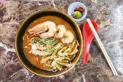 Sarawak delicioso auténtico Laksa con las gambas grandes imagen de archivo