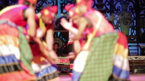SARAWAK, MALASIA - JUNIO DE 2012: Iban y funcionamiento tribal malayo metrajes