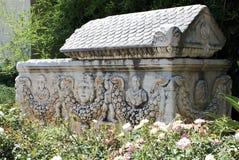 Sarcofago di pietra immagine stock