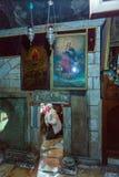 耶路撒冷,以色列- 2013年2月16日:进入sarcoph的游人 免版税库存照片