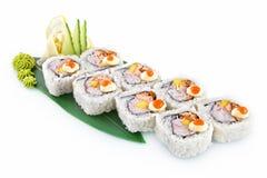 Sarda dei sushi isolata su fondo bianco immagini stock