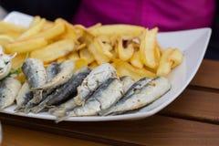 Sardelien с potatos Морепродукты Стоковые Изображения