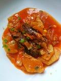 Sardine in Tomatensaus met ananas Royalty-vrije Stock Foto