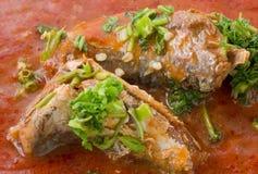 Sardines épicées thaïlandaises de poissons en salade de sauce tomate photos libres de droits