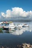 Sardinia.Reflections在小游艇船坞 库存图片
