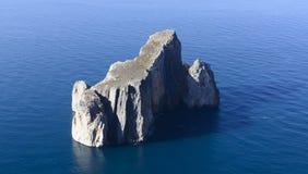 Sardinian segla utmed kusten Royaltyfria Bilder