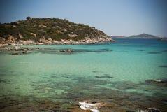 Sardinige. De baai van Villasimius.Portosa Ruxi Stock Fotografie