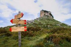 Sardinige Perda e Liana met voorziet van wegwijzers royalty-vrije stock foto
