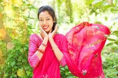 Saree vestindo da mulher nepalesa nova Foto de Stock Royalty Free