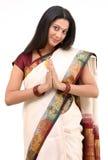 Sari sonriente con la postura agradable Imagen de archivo