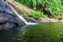 Sarika vattenfall, Khao Yai nationalpark Royaltyfri Fotografi