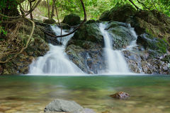 Sarika vattenfall, Thailand Royaltyfri Fotografi