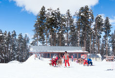 SARIKAMIS, DIE TÜRKEI - 3. MÄRZ: Apres-ski im Kaffee Stockfotografie