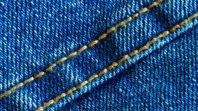 Sarja de Nimes ou tecido de algod?o ou material ?spero das cal?as de brim com a emenda costurada filme