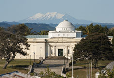 Sarjeant Gallery, Wanganui. Sarjeant Gallery in Wanganui, New Zealand with Mt Ruapehu behind Stock Photo