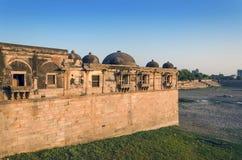 Sarkhej Roza清真寺在艾哈迈达巴德,印度 图库摄影