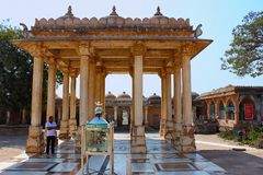 Sarkhej Roza, Ahmedabad, Gujarat Indien Baradari steht vor dem Shaikh-` s Schrein Stockfoto