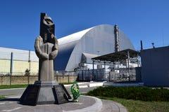 Sarkophag und Denkmal des Atomkraftwerks Tschornobyls Stockbilder