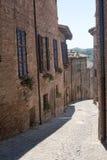 Sarnano (Märze, Italien) - alte Straße Stockbilder