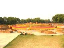 Sarnath, Uttar Pradesh, India - November 1, de Oude ruïnes van 2009 van het Boeddhistische klooster van Dharmarajika Stupa royalty-vrije stock afbeelding