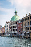 SARNICO/ITALY - 12 OTTOBRE: Vista lungo uno dei canali di Venezia i Immagine Stock Libera da Diritti