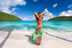 sarong tropical de plage de femme photo stock