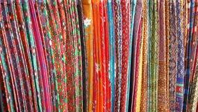 Sarongs coloridos com testes padrões sortidos Fotografia de Stock