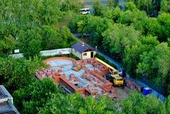 Sarov六翼天使寺庙的看法建设中 免版税库存图片