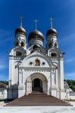 Sarov圣六翼天使教会在莫斯科的郊区 免版税库存图片