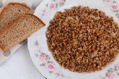 Sarrasin à l'oignon et au pain frits photos libres de droits