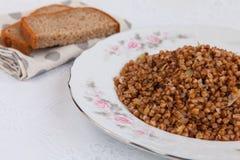 Sarrasin à l'oignon et au pain frits images stock