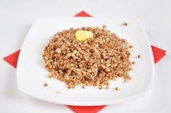 Sarrasin friable appétissant avec du beurre image libre de droits