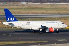 从SAS斯堪的纳维亚人航空公司的空中客车A319 库存照片