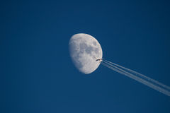 SAS Aerobus 340-300 transits księżyc zdjęcia royalty free