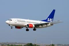 SAS 737 landning Arkivfoto