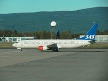 SAS skandinaviska flygbolag som åker taxi i Oslo Royaltyfria Bilder