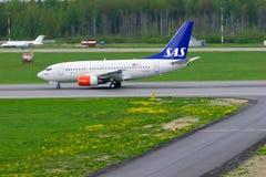 SAS skandinaviskt flygbolagBoeing 737-683 flygplan i Pulkovo den internationella flygplatsen i St Petersburg, Ryssland arkivbild