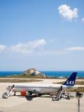 SAS Skandynawskie linie lotnicze przy Santorini Zdjęcie Royalty Free