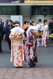 Sasebo, Japón - 7 de enero de 2018: Mujeres japonesas que llevan el kimono durante imagen de archivo