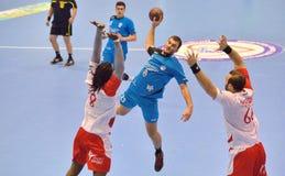 Sasha Marijanac CSM布加勒斯特攻击的手球球员在比赛期间的与迪纳莫队布加勒斯特 免版税图库摄影